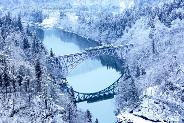 ภาพรวมของฤดูหนาวอันเป็นสัญลักษณ์ของไอสึ  : อันดับ 1  จุดชมวิวสะพานแม่น้ำทาดามิ และอีกมากมาย!