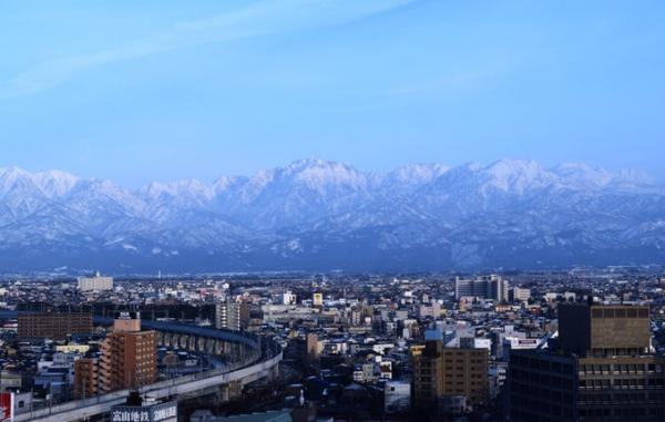Winter in beautiful Toyama: Tasty seafood, wintry scenery